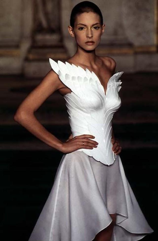 887eeb5afd63 1997 - McQueen 4 Givenchy Couture Show