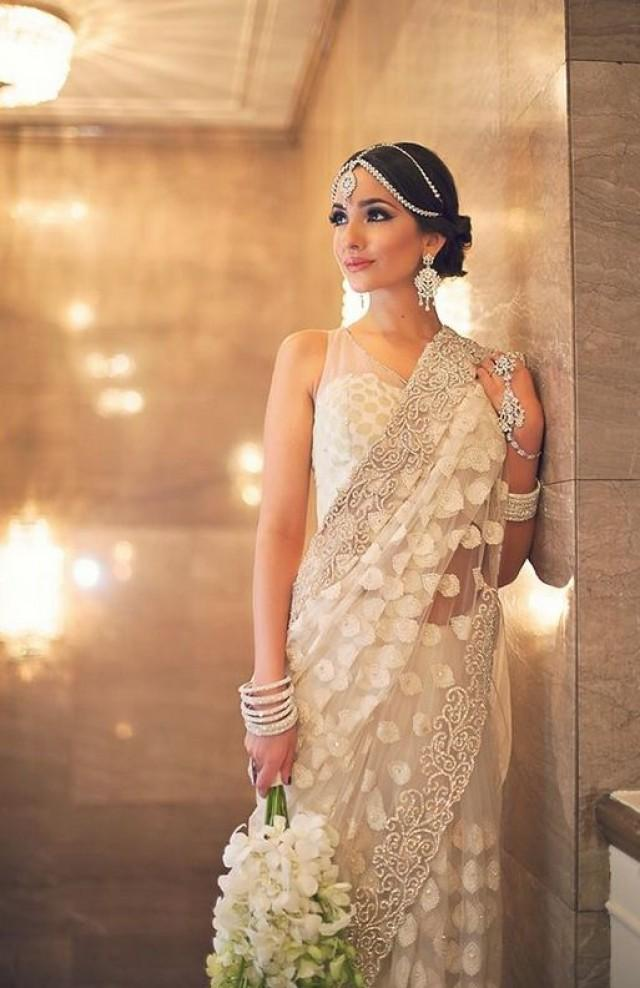 Beautiful White Saree With Matching Jewelry 2050456