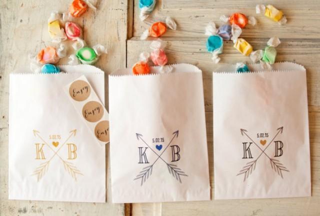 Wedding favor bag arrow monogram white paper favor bag for Cookie bags for wedding