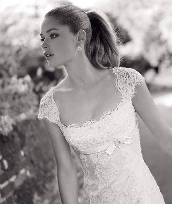 Девушка свадебном платье черно белое фото