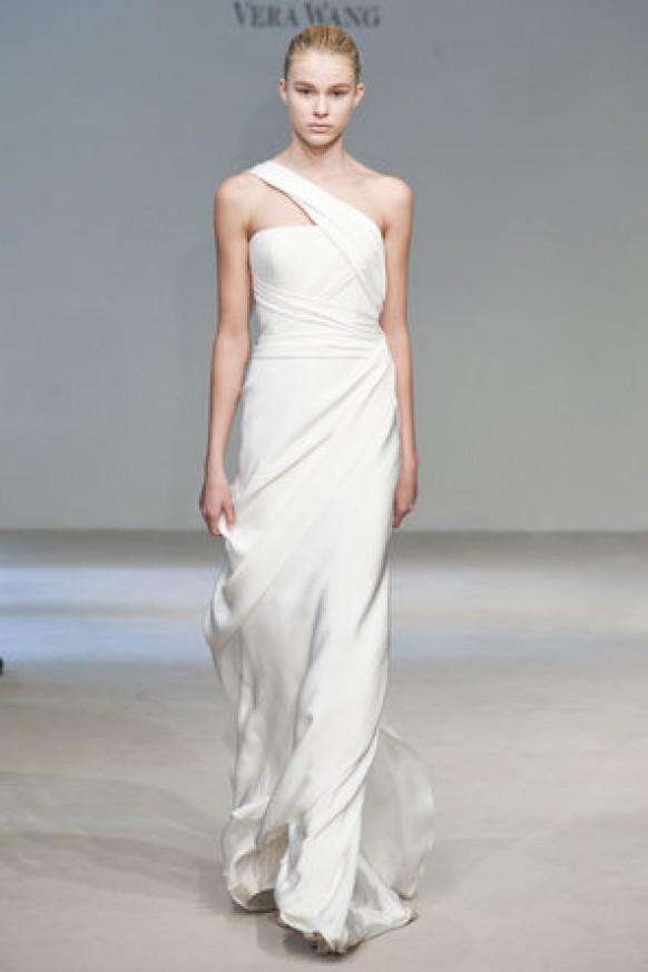 Vera wang wedding dress simple chic wedding dresses for Vera wang beach wedding dress
