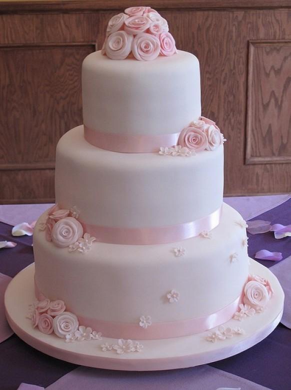 Hochzeitstorte Weiß  uftrends