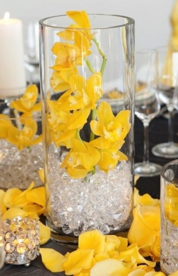 Centerpieces modern wedding centerpieces 797432 weddbook for Contemporary table centerpieces