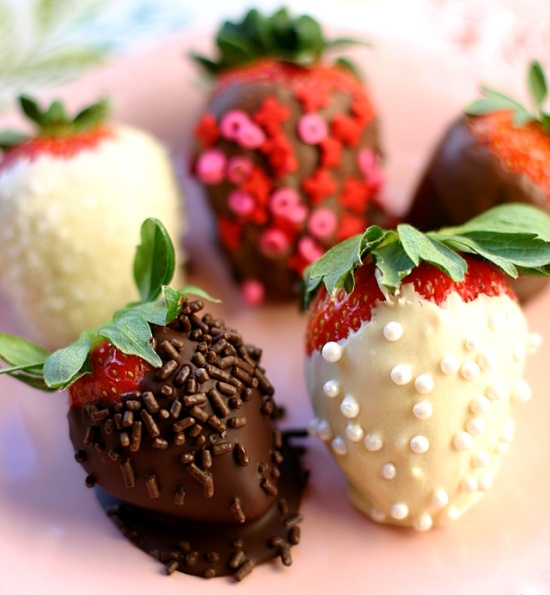 Unique Wedding Favor Ideas ♥ Gourmet Chocolate-Dipped ...