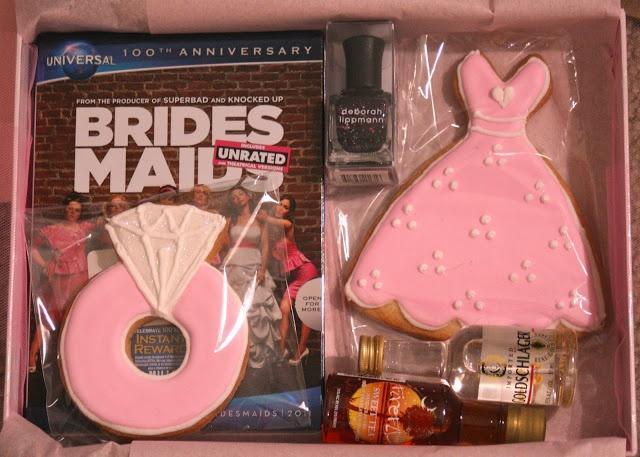 Подарок на свадьбу от подружек невесты прикольные 55
