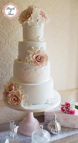 Rose Hochzeit Rambling Rose Hochzeitstorte 1987768 Weddbook