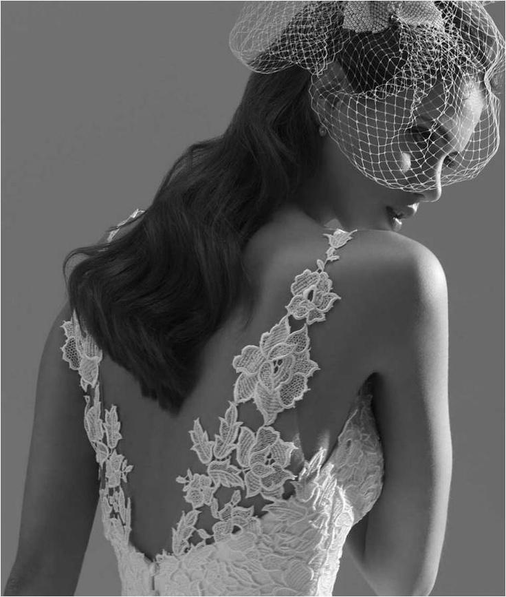 Wedding - Backless wedding dress carved with floral designs