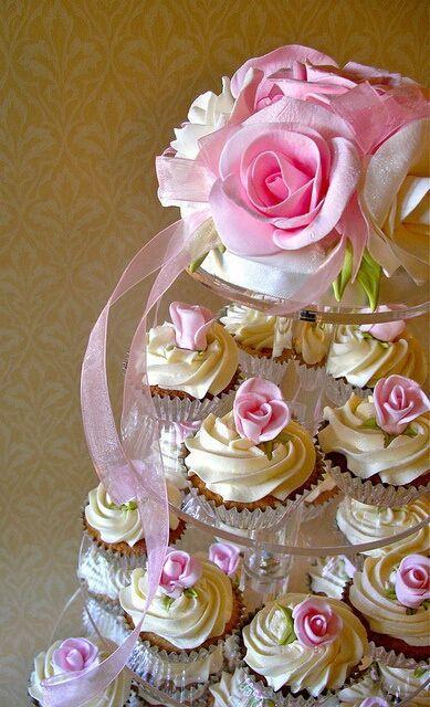 hochzeits cupcakes hochzeit cupcakes 2057067 weddbook. Black Bedroom Furniture Sets. Home Design Ideas