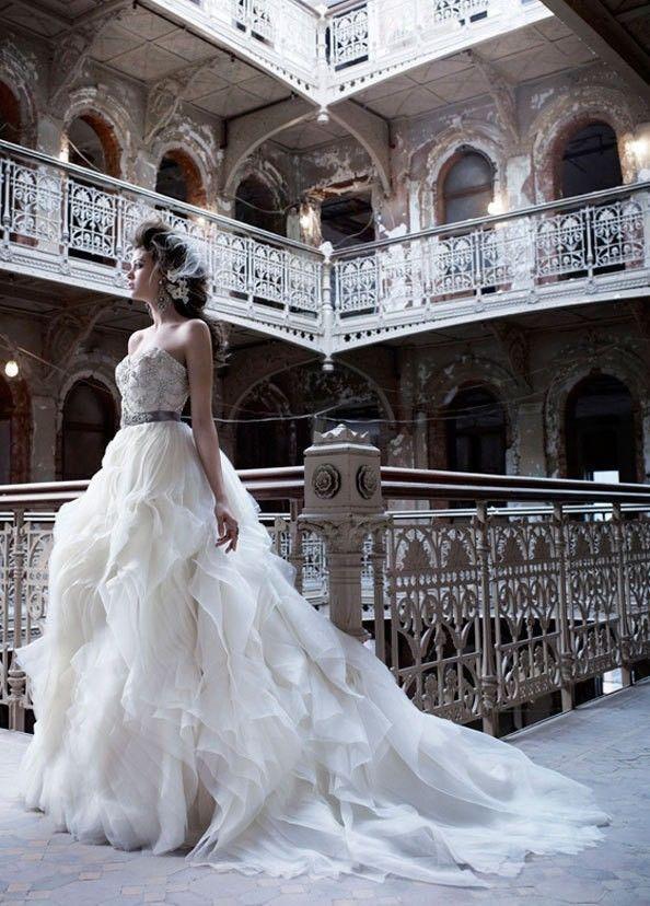 Wedding - Unsleeved lond lace wedding dress