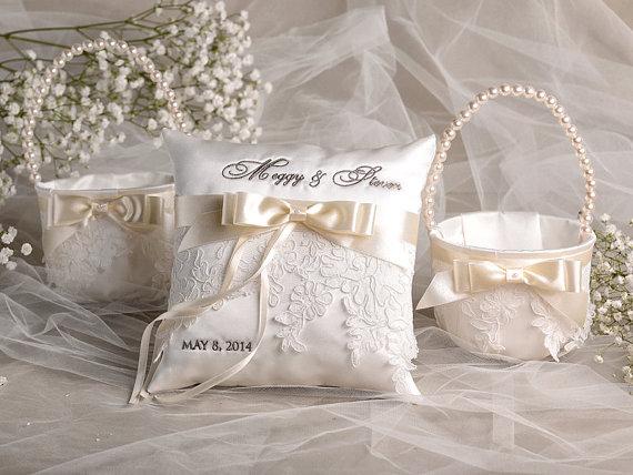 flower girl basket ring bearer pillow set bowl and lace embriodery names new 2217951. Black Bedroom Furniture Sets. Home Design Ideas