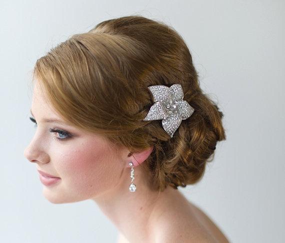 Hochzeit - Crystal Bridal Hair Clip, Wedding Hair Accessory, Wedding Headpiece, Rhinestone Flower Hair Clip - New