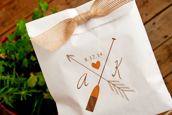 Свадьба - Outdoor Wedding Favor Bag  - Arrow and Oar - White Paper Favor Bag - Wax Lined Cookie Bags - 25  Bags - New