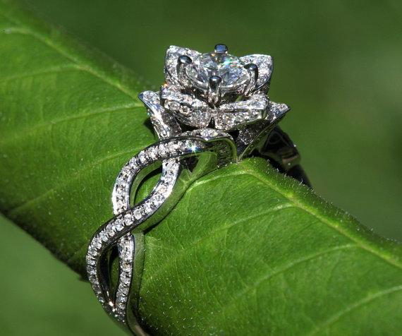 Mariage - Unique Flower Lotus Rose Diamond Engagement