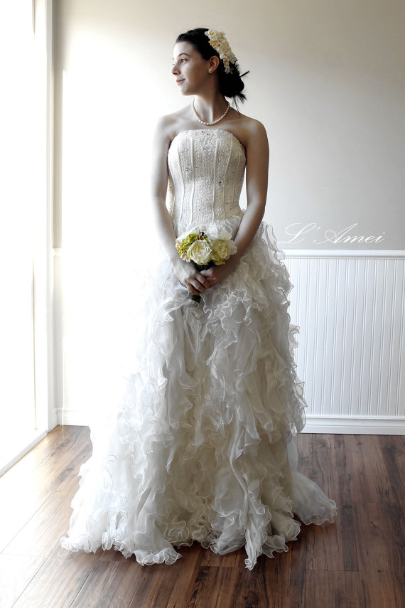 Premium Organza Ruffle Wedding Gown With Bling Top , A-line Princess ...