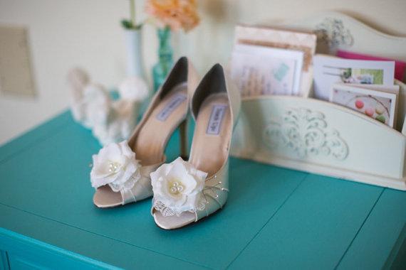 Hochzeit - Wedding shoes peep toe low heel