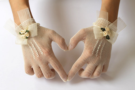 Свадьба - Ivory or White Lace Bridal Gloves