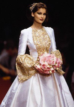 Lingerie stylisme 2307565 weddbook for Yves saint laurent wedding dress