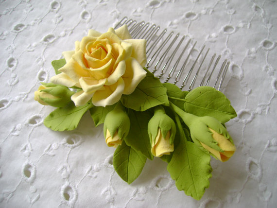 Свадьба - Hair comb polymer clay flowers. Yellow rose with buds. - New