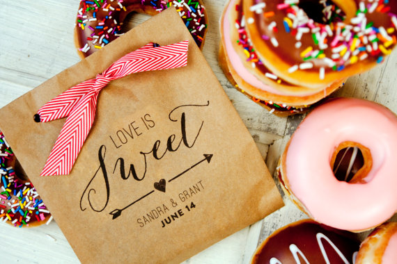 Mariage - Large Kraft Wedding Favor Bags - Love is Sweet - Custom Grease Resistant Bag - Donut Buffet Favor - 25 Large Kraft Favor Bags included - New