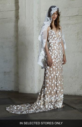 Mariage - For Love & Lemons Marguerite Floral Petal Gown