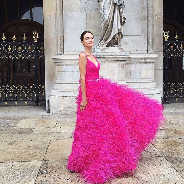 Excelente Monique Lhuillier Vestido De Novia De Color Escarlata ...