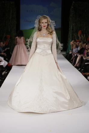 Kirstie kelly for disneys fairy tale weddings 795613 weddbook kirstie kelly for disneys fairy tale weddings junglespirit Choice Image