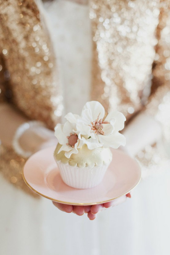 Hochzeit - Special Wedding Cupcake Decorating
