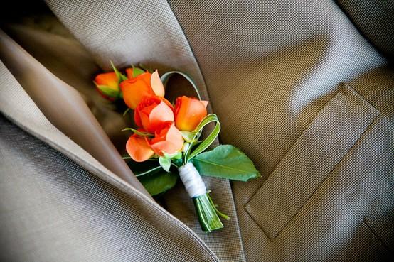 Свадьба - Оранжевый и бутоньерка для жениха костюм