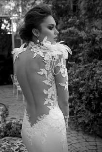 wedding photo - Seksi Backless ve Feather Gelinlik