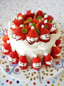 wedding photo - Easy and Cute Homemade Holiday Cake ♥ DIY Christmas Strawberry Santa Cake