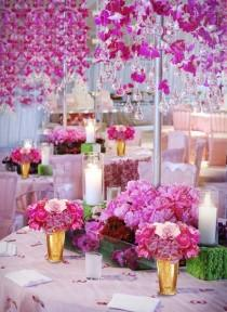 wedding photo - Hängende rosa Blumen und Leuchter aus Glas Droplets ♥ Pink Dream Wedding Decoration