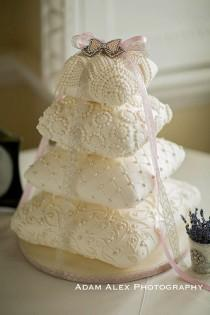 wedding photo - 4 Tier Pillow/cushion Weddingcake