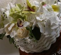wedding photo - Close Up Of Sugar Lilies, Hydrangeas, Orchids, Roses, Freesias And Butterflies