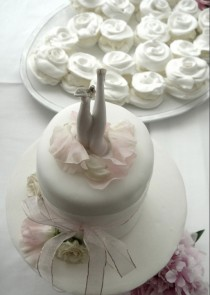 wedding photo - Wedding Cake decorated with the beautiful white ribbon