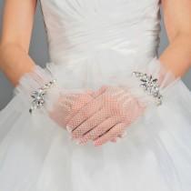 wedding photo - بيضاء لدنة والنسيج الحريري المعصم طول اصابع الاتهام الزفاف قفازات W / الراين
