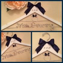 wedding photo - Mariage Disney / Disney mariée Hanger / Minnie Mouse Hanger / mariage Hanger / Personalized Hanger / nuptiale Hanger / brûlé Dat