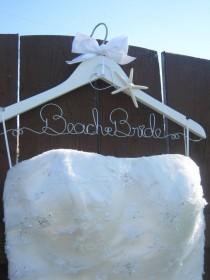 wedding photo - Robe de mariée Hanger, personnalisé, idée orientées de plage cadeau de mariage, cadeau de jeune mariée de plage, nautique, Bord