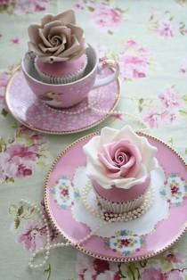 wedding photo - Special Yummy Wedding Cupcake Decorating ♥ Gorgeous Vintage Wedding Cupcakes