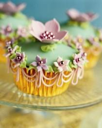 wedding photo -  Peggy's Favourite Cakes & Cookies Book ♥ Beautifully Decorated Cupcake