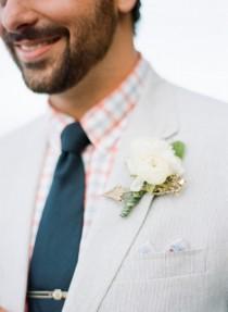 wedding photo - Pivoines Boutonnière pour marié
