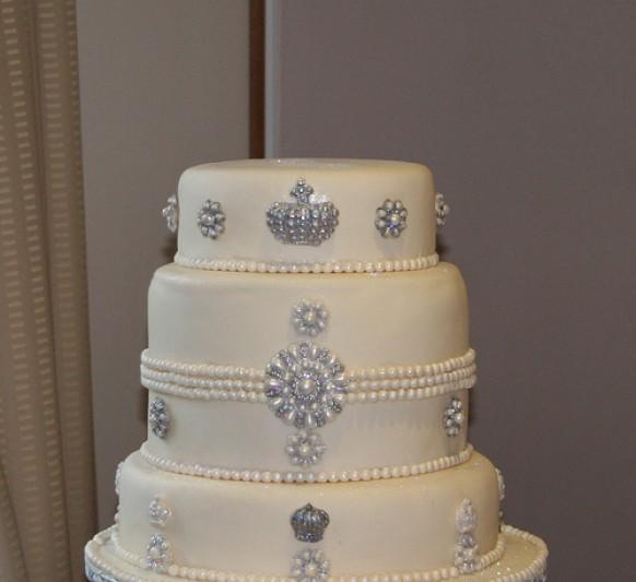 how to make a bling wedding cake stand wedding cakes bling cake 1988021 weddbook 15792